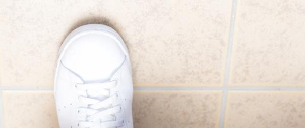 玄関の運動靴