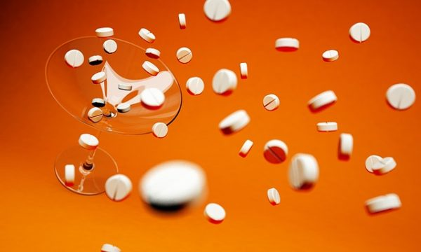 上から落ちてくる薬剤